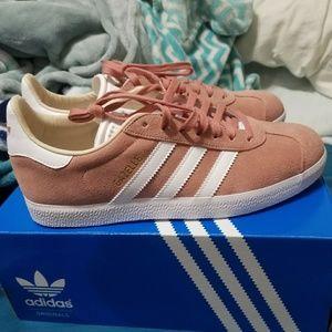 Adidas mauve gazelle sneakers